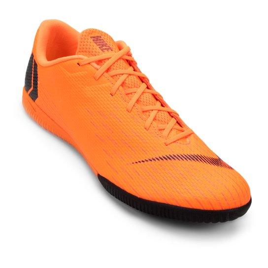 2bfff60163 Chuteira Futsal Nike Mercurial Vapor 12 Academy - Laranja e Preto ...