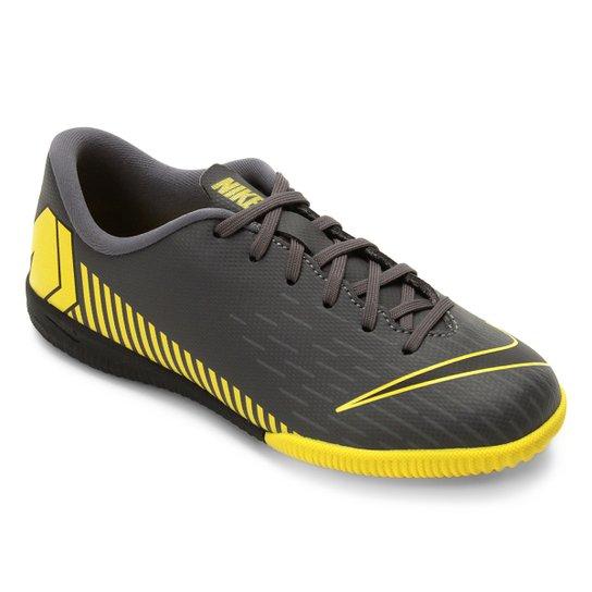 13cfee75ec5fb Chuteira Futsal Infantil Nike Mercurial Vapor 12 Academy Gs IC -  Cinza+Amarelo