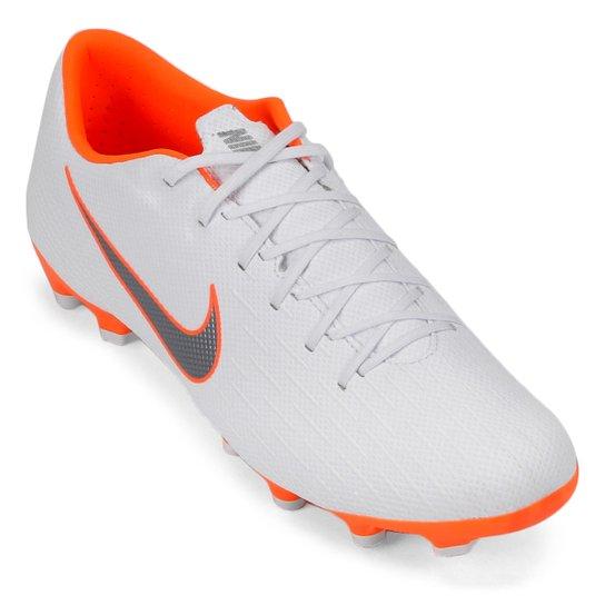 cdfb3212c0 Chuteira Campo Nike Mercurial Vapor 12 Academy - Branco e Cinza ...