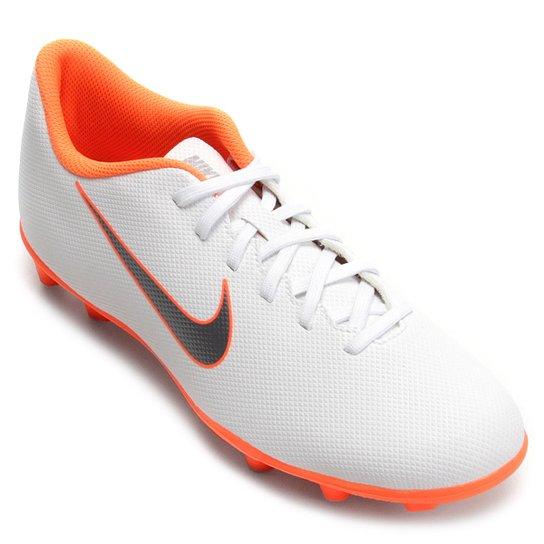6e2a7ece9e Chuteira Campo Nike Mercurial Vapor 12 Club - Branco e Cinza