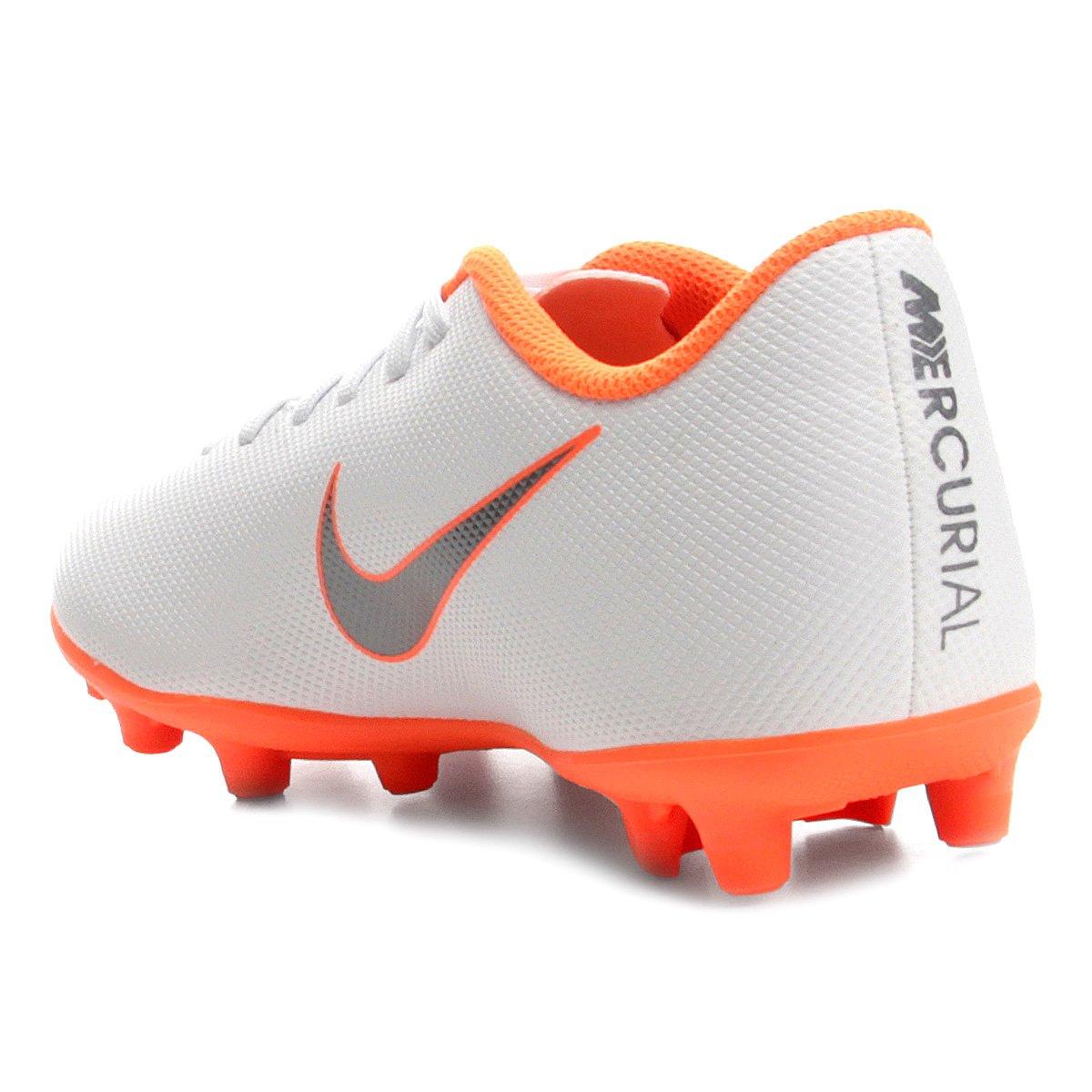 fb4ed268f5 Chuteira Campo Nike Mercurial Vapor 12 Club - Branco e Cinza ...