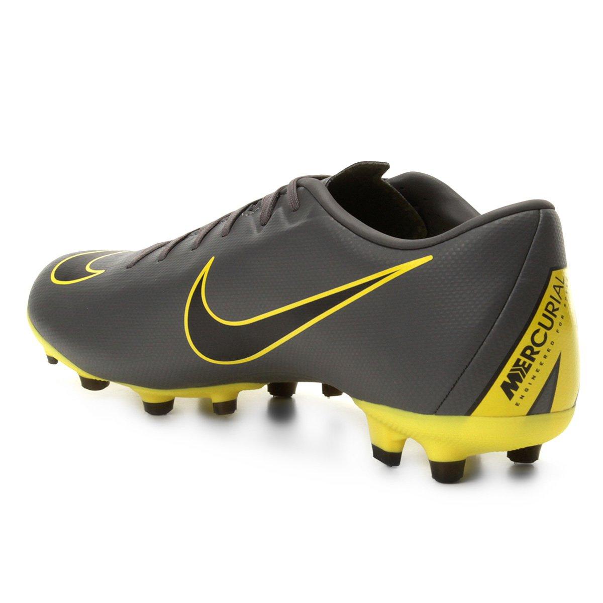 03785c26f1 Chuteira Campo Nike Vapor 12 Academy FG - Cinza e Amarelo - Compre ...