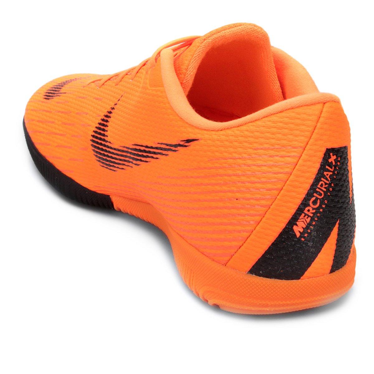 Chuteira Futsal Nike Mercurial Vapor 12 Academy - Laranja e Preto ... ad67a3b2b4bfe