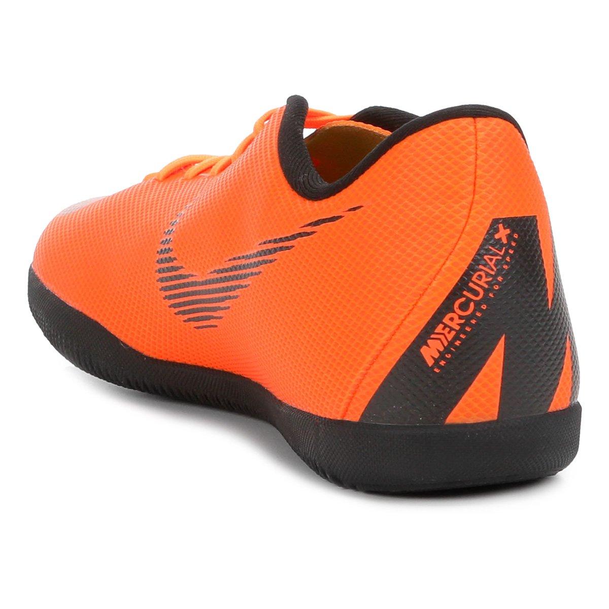Chuteira Futsal Nike Mercurial Vapor 12 Club - Laranja e Preto ... ac2d6dbe1eae4