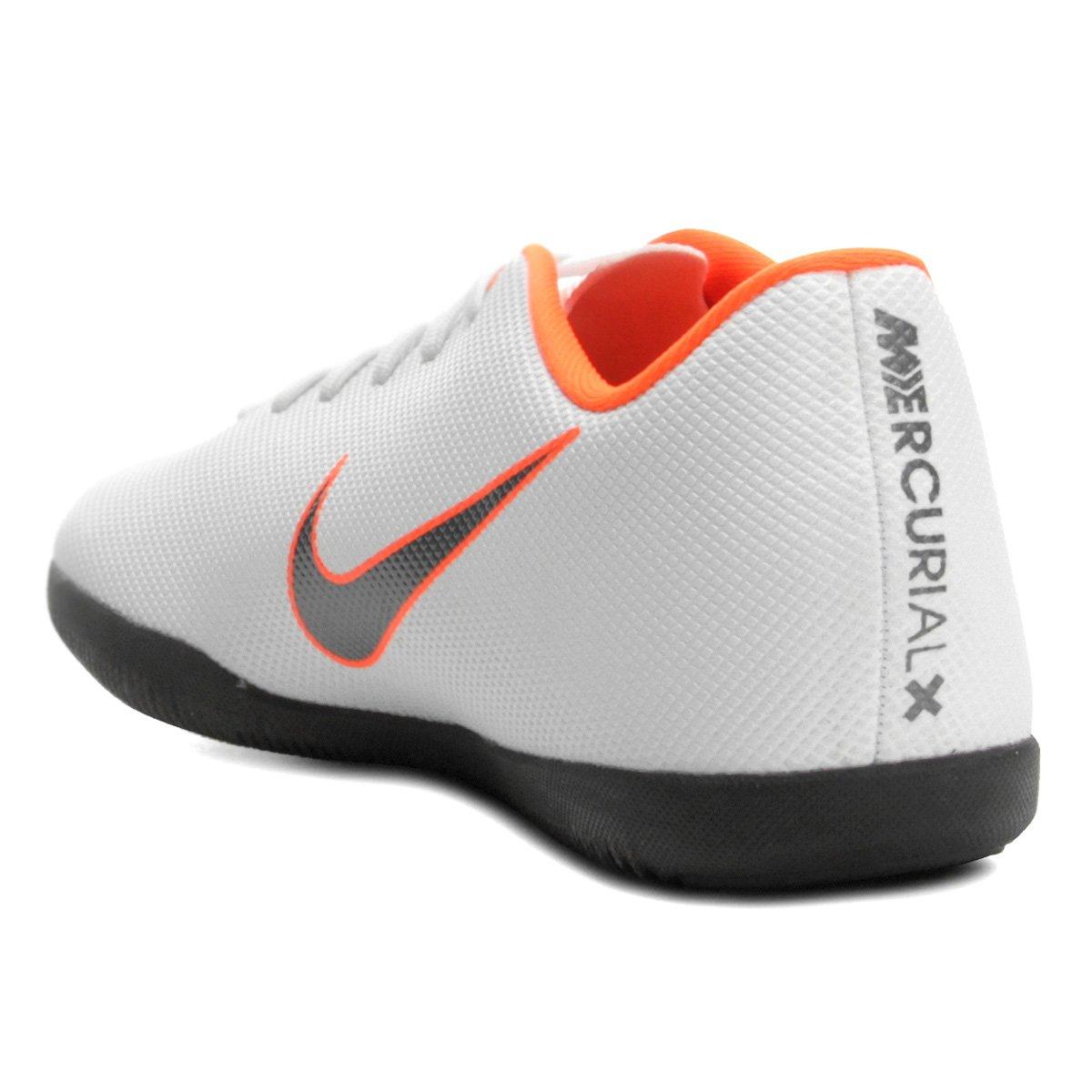 Chuteira Futsal Nike Mercurial Vapor 12 Club - Branco e Cinza ... 2828232c18488