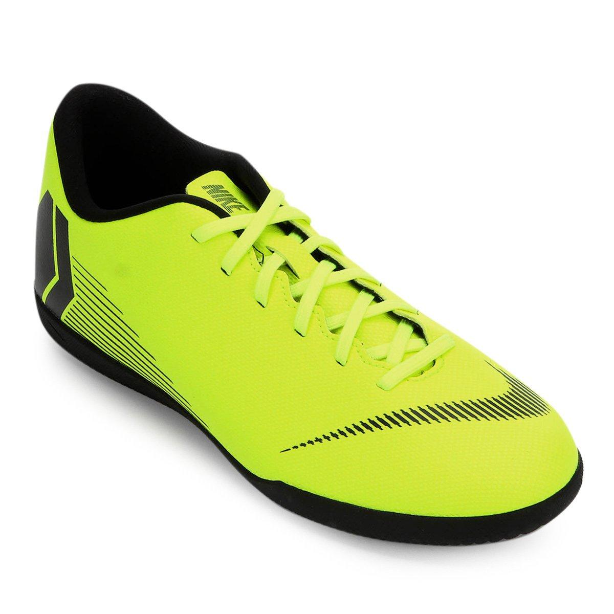Chuteira Futsal Nike Mercurial Vapor 12 Club - Amarelo e Preto ... ce4dd5d335933