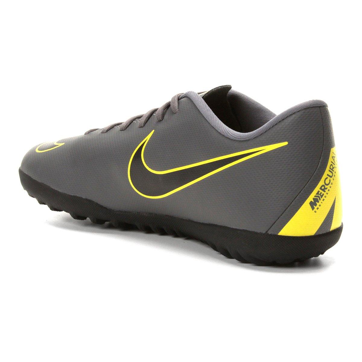 Chuteira Society Nike Vapor 12 Club TF - Cinza e Amarelo - Compre ... a3f19b48b3ff6
